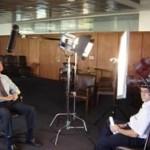 El Ing. Cosentino y Alejandro Landoni aguardan el OK para comenzar la entrevista.