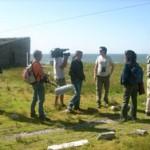 Mientras los turistas avistan aves, el equipo de Producción Nacional – Tv Ciudad analiza cómo realizar la próxima toma.