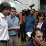 El equipo de Producción Nacional-TV Ciudad se prepara para filmar el diseño de un cable de estacionamiento.