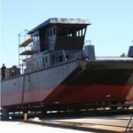 El astillero de la Armada construyó un pontón para una empresa privada que está a punto de ser botado.
