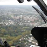El arroyo Miguelete cruza zonas altamente pobladas como el Parque Posadas. En este programa se realizó una recorrida aérea sobre el curso del arroyo en un helicóptero de la Armada Nacional.