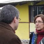 Alejandro Landoni conversa con la Arq. Rosario Etchebarne profesora de Bioconstrucción.