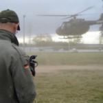 La Armada Nacional proporcionó a Producción Nacional un helicóptero para realizar una recorrida sobre el humedal del Santa Lucía.
