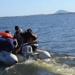 El camarógrafo de TV Ciudad acompaña a los técnicos de OSE en su recorrida por la Laguna