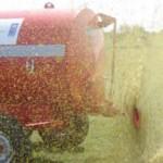 Para utilizar la estiercolera, la Sociedad de Productores de San Ramón compró un tractor de uso colectivo.