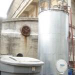 Biodigestor instalado en la Facultad de Ingeniería que funciona en base a desechos de frigoríficos.