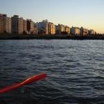 Salen en un bote a remo porque la pesca (siempre escasa) no les permite contar con un motor fuera de borda.