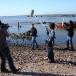 El director de Producción Nacional Alejandro Landoni graba un copete con la ayuda del equipo de Tevé Ciudad.