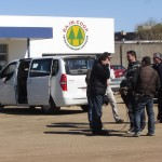 El equipo de Producción Nacional - Tevé Ciudad en la planta de Raincoop en el barrio de Maroñas.