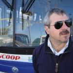 El secretario de Raincoop, Jorge Bianchi, a punto de iniciar la entrevista con Producción Nacional en la terminal de Punta Carretas.