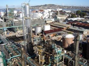 La Refinería es como una ciudad pequeña. En esta toma se ve menos de la mitad de sus instalaciones.