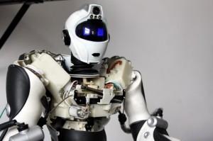 La mascota del Laboratorio de Bellas Artes: un robot comprado, el que fue destripado por los alumnos y vuelto a armar con varias mejoras.